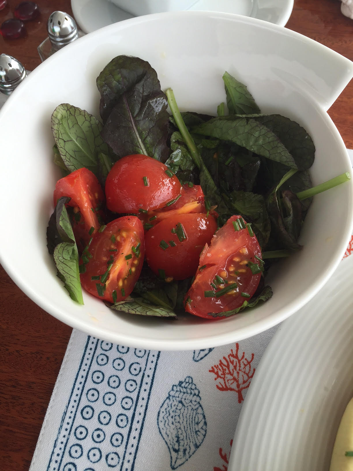 TOmato and Mustard Leaf Salad on Kai