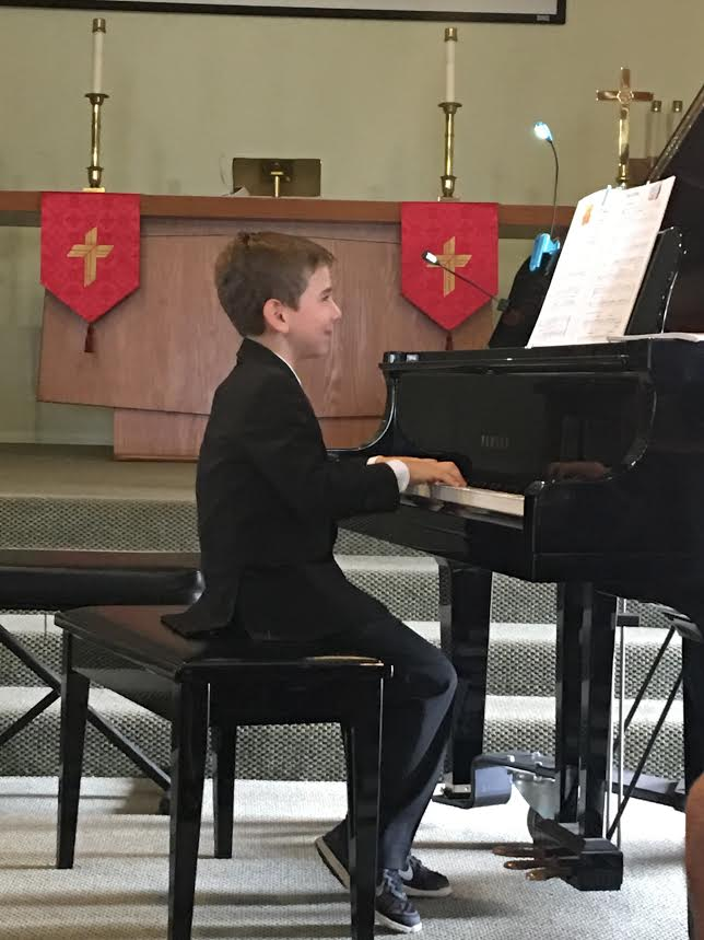 jonah-playing-piano-recital-nov-2016